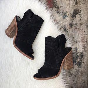 VINCE CAMUTO black leather heels sz 8